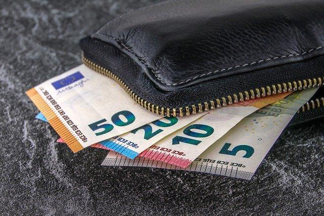Zahl der coronabedingten finanziellen Engpässe sinkt Situation von 5,2 Millionen Deutschen entspannt sich